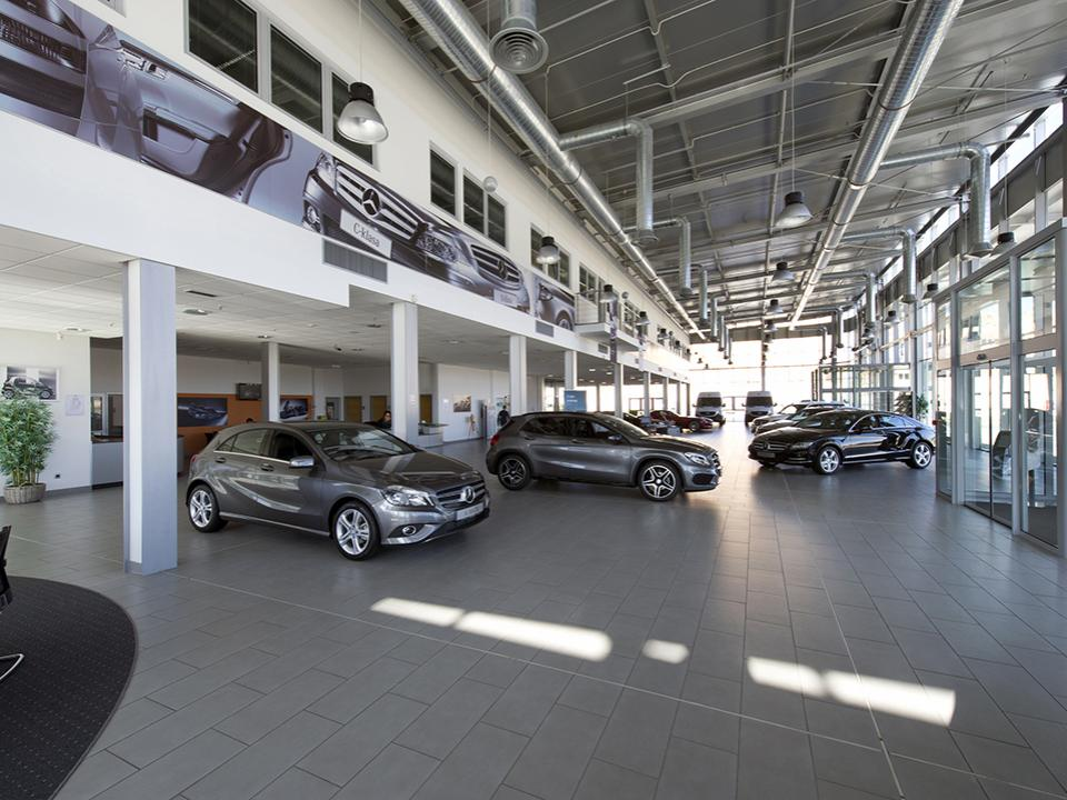 Mercedes car service center dugopolje split saint for Mercedes benz service centre